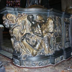 Base bronzea altare maggiore Duomo di Milano