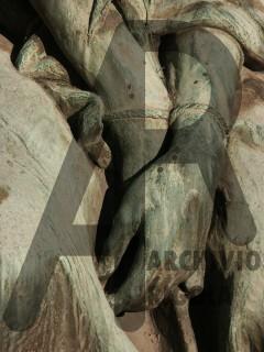 Rigola Scultori Monumenti Funerari Bronzo Cristo Mani