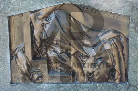 Rigola Scultori Monumenti Funerari Bronzo Donna ai Piedi Croce